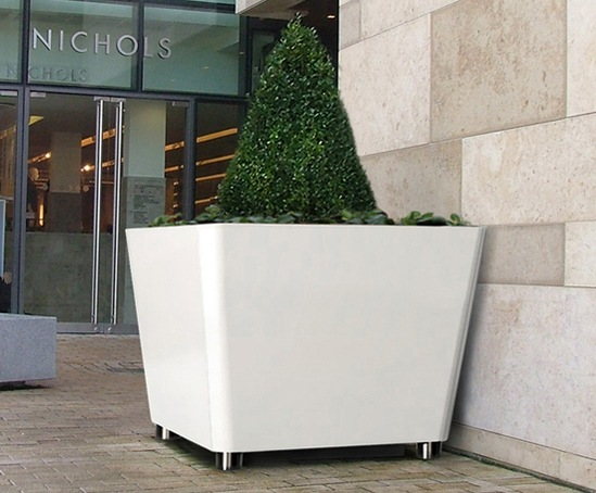 Omos t2 tree planter in aluminium, powder-coated finish