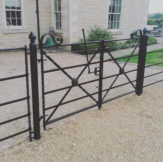 Puppy-proof gate with 8 straining wires