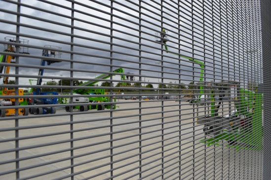 Securus flat panel fencing for Niftylift HQ