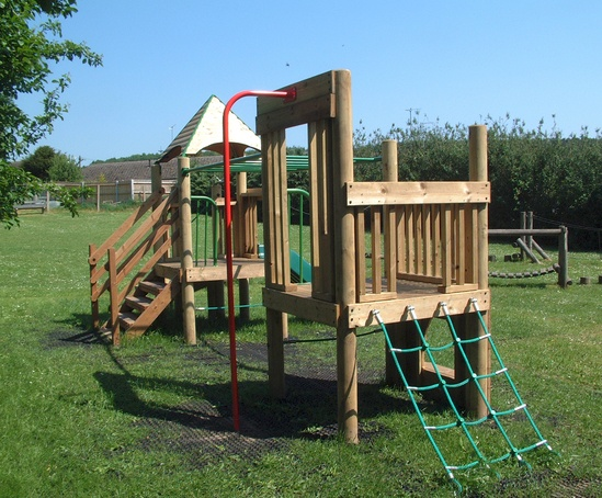Bespoke multi play unit for kimpton parish council for Play unit