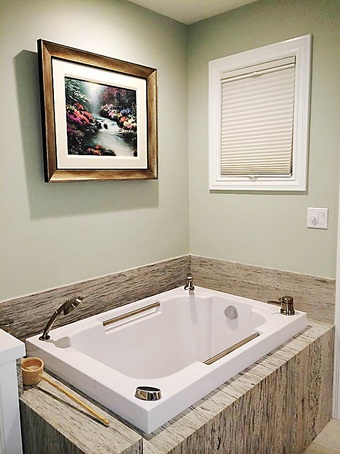 Imersa japanese style deep soaking tub design form for Deep built in bathtubs