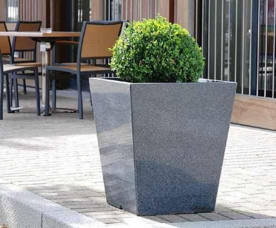 Merveilleux Granite Taper 600 Planter At Bristol Harbourside
