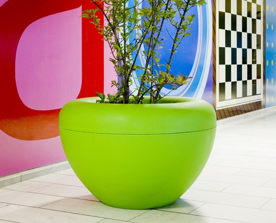 SCOOP planter in rotomoulded polyethylene [PE]