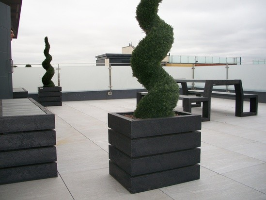 Agora planter on roof top terrace