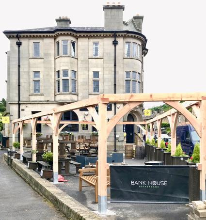 Bespoke pergola - Bank House restaurant's outdoor area