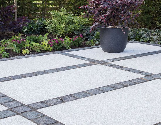 Frosted Grey Granito paving with Storm granite setts