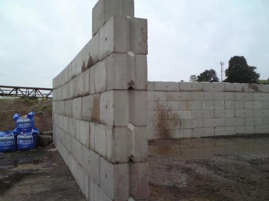 Kentledge v interlocking concrete building blocks elite for Building a concrete block house