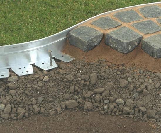 Aluexcel aluminium landscape edging kinley esi for Hard surface garden designs