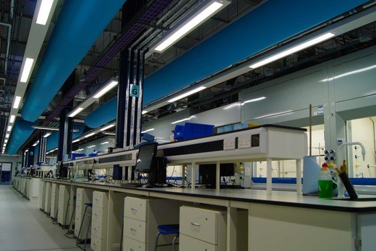Fabric ducting for laboratories and cleanrooms