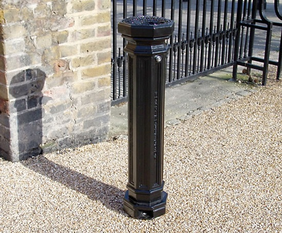 SMK500F Smoke King cigarette ash waste bollard, London