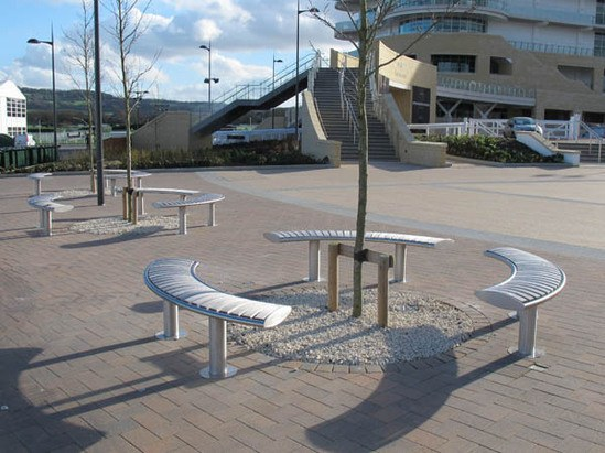 Zenith curved benches, in open circle layout