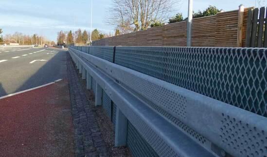 VRSSoundBlok barrier with noise-absorbing element