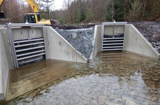 Headwalls with bespoke penstocks for reservoir