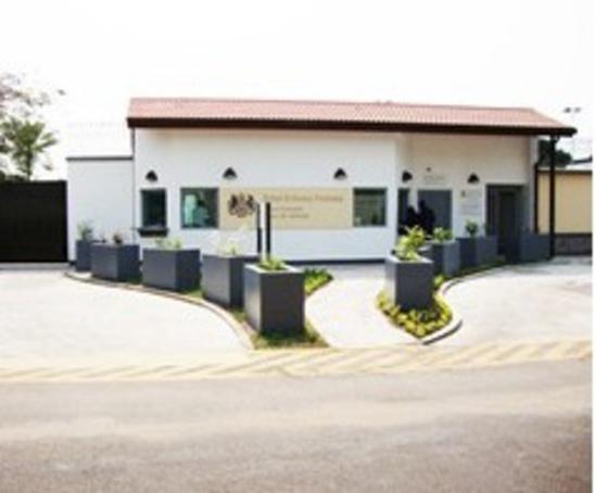 Perimeter security british embassy kinshasa drc for Consul external service