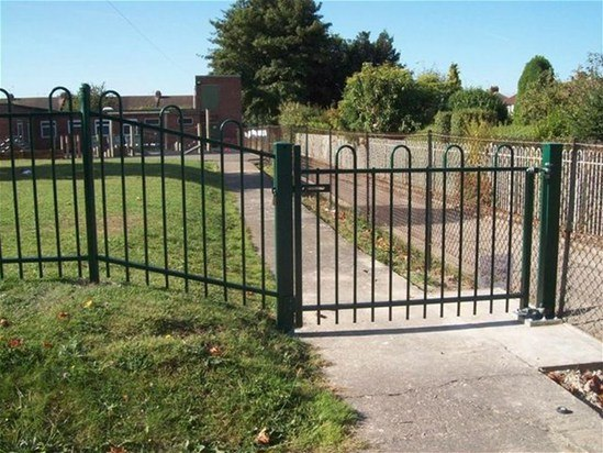 Anti Trap Bow Top Rospa Approved Play Area Gate Jacksons