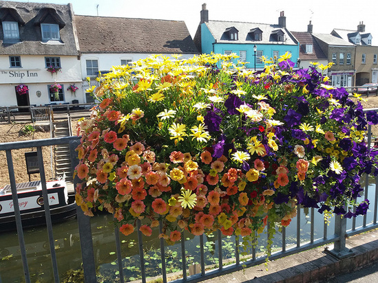 Railing-mounted planters from Amberol