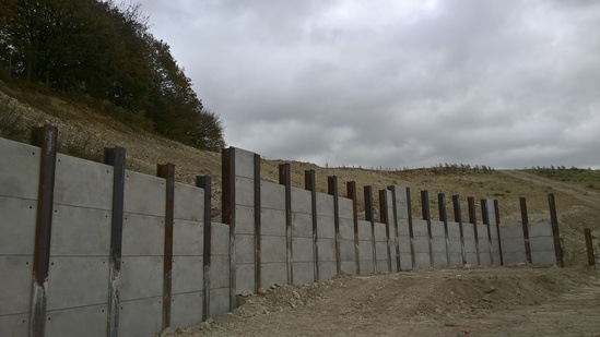 King Post retaining wall