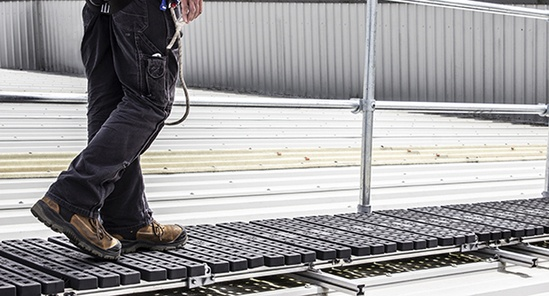 Kee Walk® rooftop walkway with guardrail