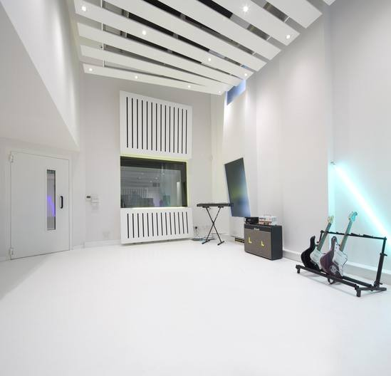 Seamless acoustic flooring system for recording studio for Recording studio flooring