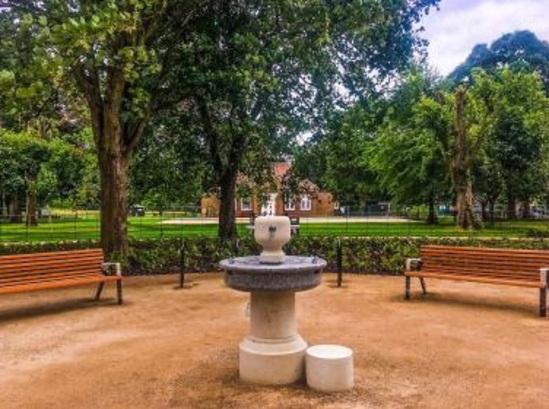 Diva benches around water fountain, Cassiobury Park