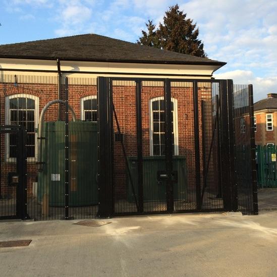 Zaun gates to LPS 1175