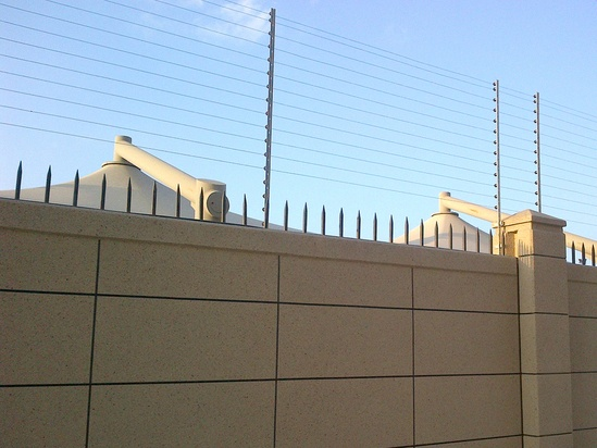 Electric fence, Abu Dhabi military base