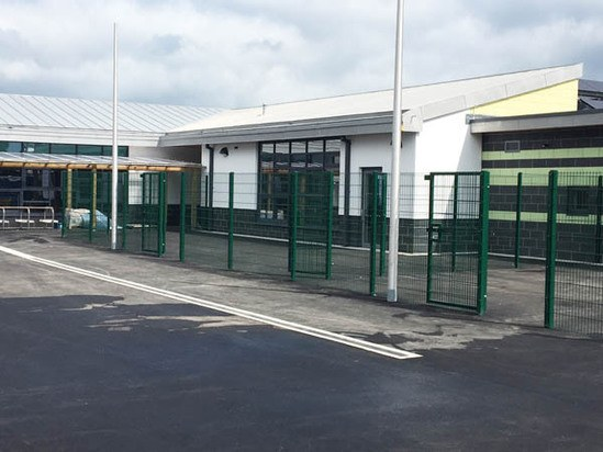 Duo8 fence for new school in Wales