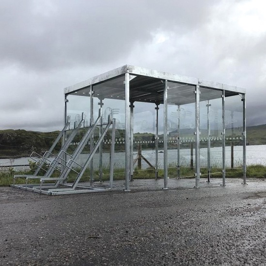 Passenger waiting shelter with cycle parking