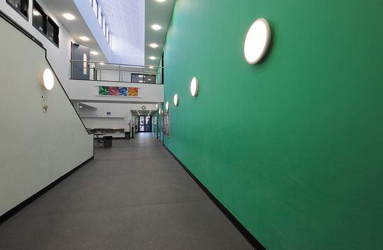 Wallglase in a school environment