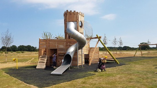 Robinia multi-play unit with slide