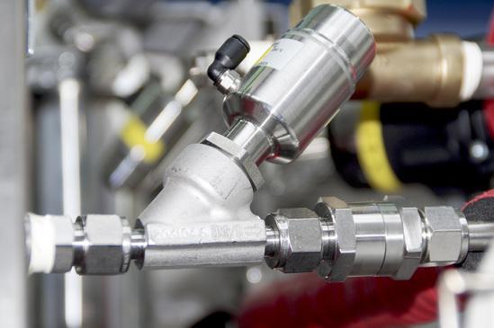 GEMÜ 550 stainless steel angle seat globe valve