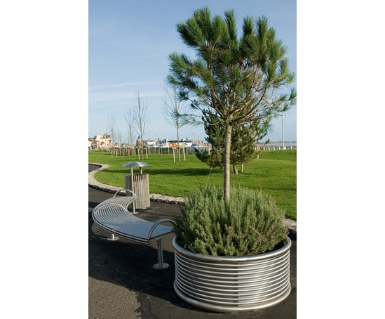 CLPL planters are available in any depth or diameter
