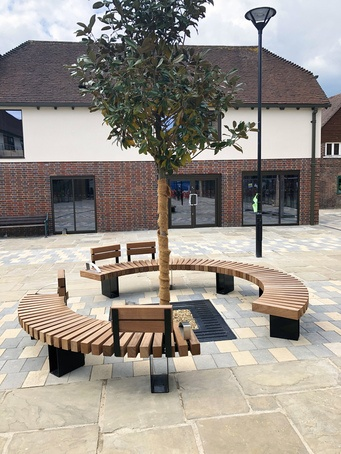 Exeter 007 seat from Benchmark Street Furniture