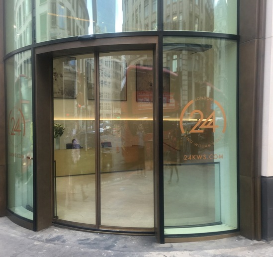 Curved glass automatic entrance from TORMAX
