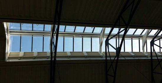 Thermac adjustable louvres in market roof