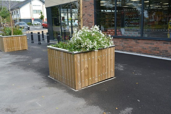 Square Castleton planter in Redwood with steel capping.