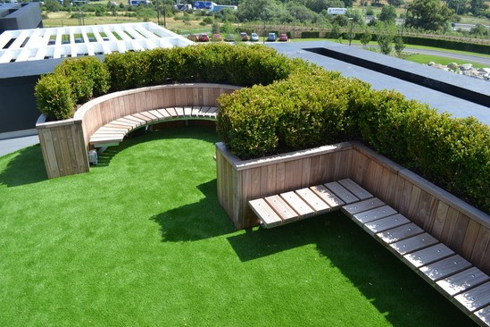 Diplomat roof garden planter with Spalding benches