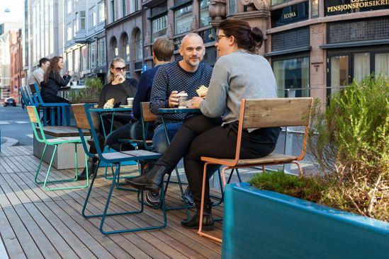 PARKLETS module extends pavement for cafe area