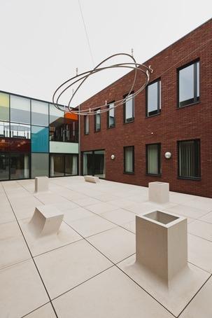 Pop Up architectural concrete planter