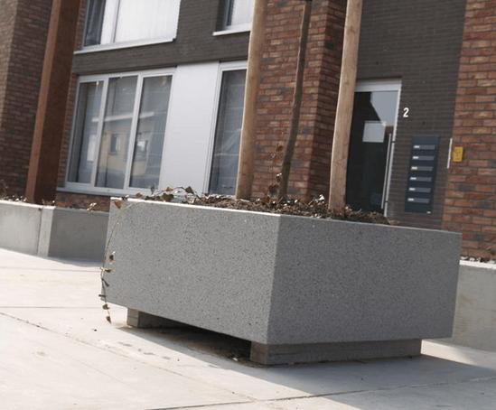 UrbaSTYLE Supporta architectural cast stone planter