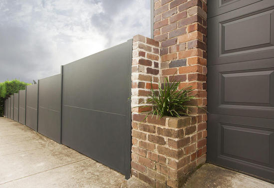 EliteWall premium fencing with standard panel joint