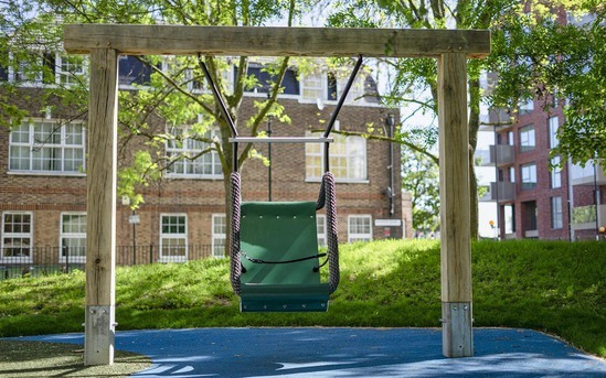 Swing No.5 Accessible for children aged 2+ years
