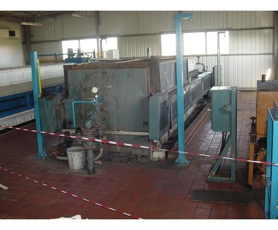 Filter press before refurbishment