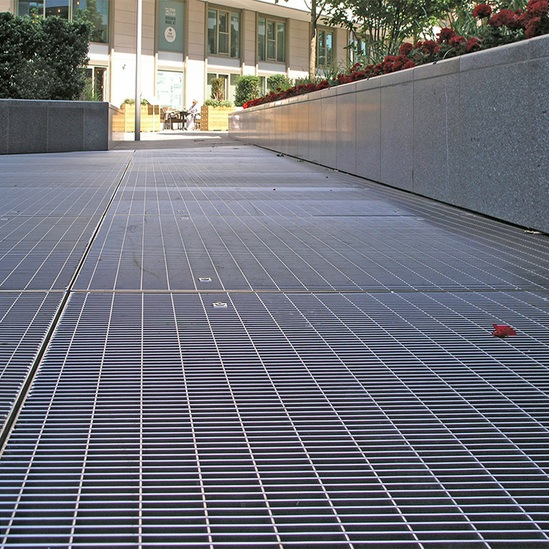 Floor grating in stainless steel for pedestrian use