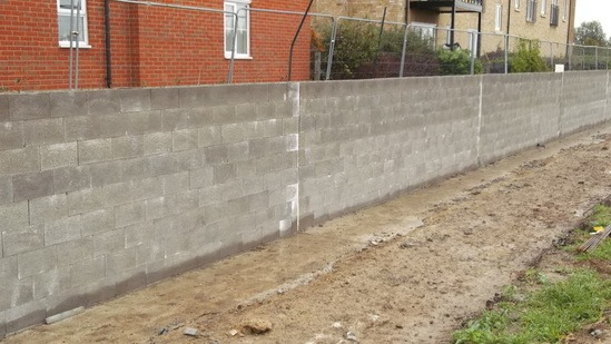 Flood Wall at Chelmer Vilagge using 256mm Stepoc