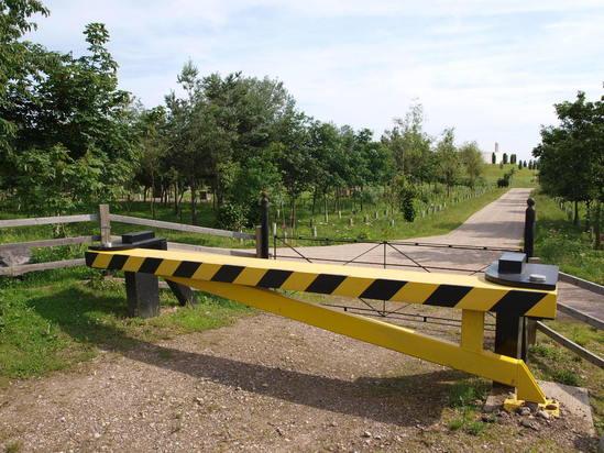 Pas terra swing gate road closer t mph