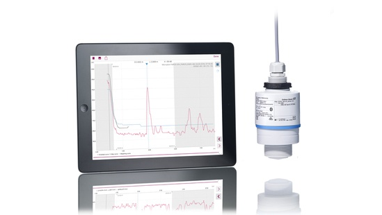 Micropilot FMR10: signal curves displayed on tablet.
