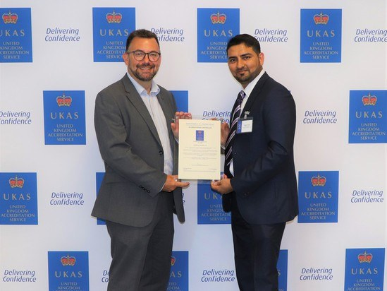 Endress+Hauser is presented with its UKAS certificate