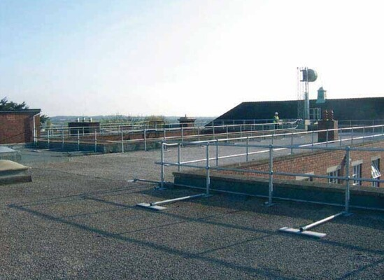 Roof and platform guardrail systems