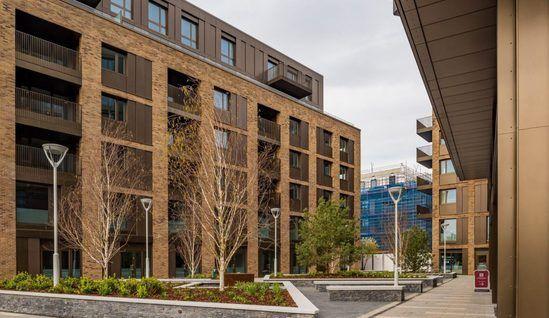 B40 frameless glass balustrade system for apartments